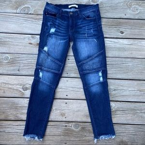 KanCan distressed jeans size 28